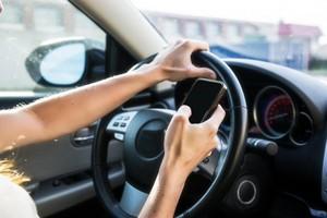 캘리포니아주, 운전 중 셀폰 들고만 있어도 '티켓'