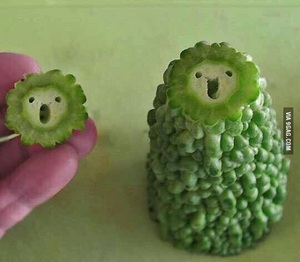 웃음이 가득한 과일