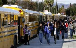 """LA교육청 """"불법체류 신분 학생들의 '안전지대'될 것…"""